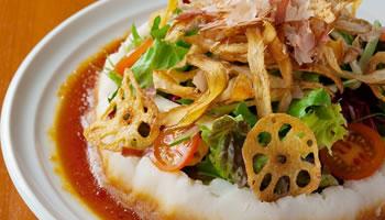 根菜チップとマッシュの和風サラダ