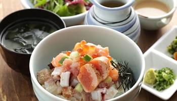 新感覚!海鮮丼(ハーフ